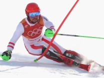 Alpine Skiing - Winter Olympics Day 4