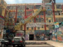 Graffiti artists awarded $6 75 million for 5Pointz destruction The graffiti art covered 5Pointz in L
