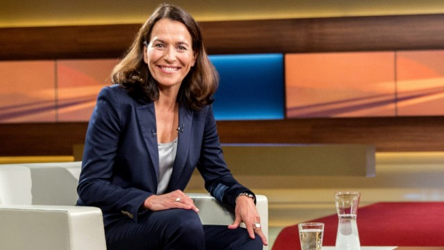 Anne Will diskutiert mit Studenten an der Ludwig-Maximilians-Universität in München über Talkshows