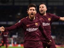 Chelsea FC v FC Barcelona - UEFA Champions League Round of 16: First Leg