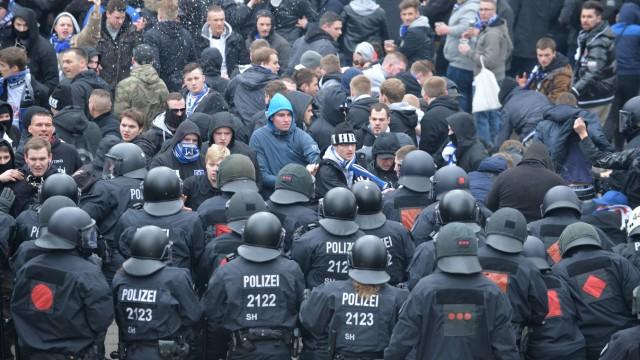 Polizeieinsatz bei Bundesligaspiel