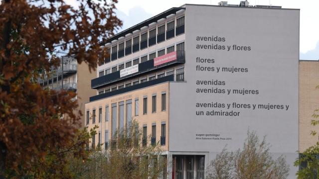 Gomringer-Gedicht an Hochschulfassade