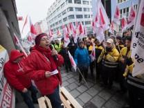 Warnstreiks bei der Post in Bayern, DGB Haus, Schwanthalerstraße 64 in München