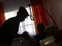 Berlin will mehr Personal für bessere Pflege