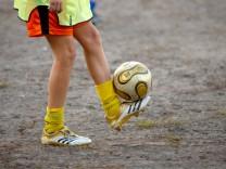 junger Fuflballspieler Young Soccer Player BLWX107201 Copyright xblickwinkel McPhotox OleksiyxMa