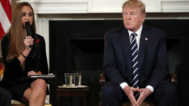 Trump trifft Angehörige nach Schulmassaker