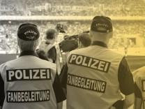 Polizeieinsatz beim Fußball: Das Bremer Oberlandesgericht hat entschieden, dass sich die DFL an den Polizeikosten bei Hochrisikospielen in der Bundesliga beteiligen muss.