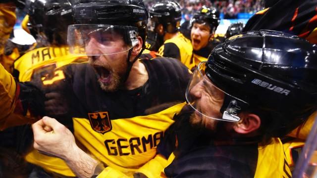 Das deutsche Eishockey-Team schlägt Kanada mit 4:3 im Halbfinale der Olympischen Winterspiele 2018 in Pyeongchang.