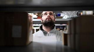Bernd S an seinem Arbeitsplatz in der Schraubenfabrik Jura