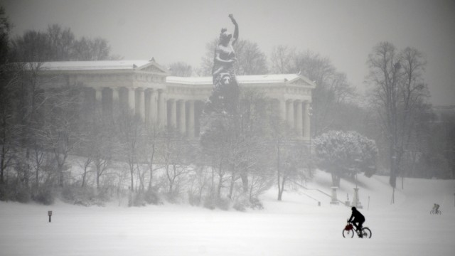 Die verschneite Bavaria in München, 2012