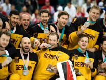 180225 Team Germany silver celebrating after the Ice hockey Eishockey Men s Final between Olympic