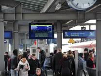 Verkehrschaos bei der Münchner S-Bahn rund um den Pasinger Bahnhof.