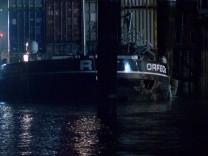 Havarie im Mannheimer Hafen - Schiff droht zu sinken