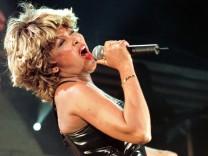 Die Musik von Tina Turner vertreibt Möwen und Krähen, hat der Flughafen Gloucestershire herausgefunden.