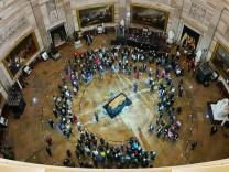 Vor der Beerdigung von Billy Graham liegt der Sarg aufgebahrt im Kapitol