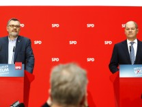 Nietan and Scholz of Social Democratic Party (SPD) attend a news conference to announce the results of the voting about forming for a possible coalition between SPD and CDU in Berlin