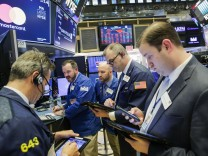 Dow Plunges Over 400 Points On News Of New Steel And Aluminum Tariffs