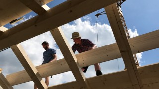 Der Bauzinsen steigen wieder, der Bauboom hält allerdings Anfang 2018 noch an.