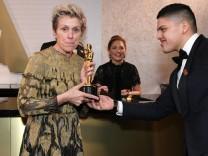 Oscar-Gewinnerin Frances McDormand nach der Verleihung 2018 auf einem Ball in Los Angeles.