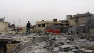 Anas al-Shamy, 22, auf den Trümmern seines Hauses in Ost-Ghouta