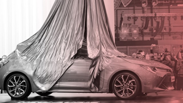 Auf dem Genfer Auto-Salon präsentiert Toyota den neuen Auris Hybrid.