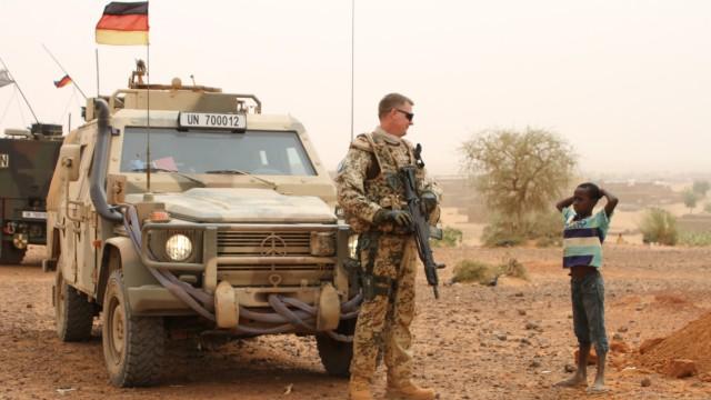Bundeswehreinsatz in Mali: Die Bundesregierung möchte 2018 die Auslandseinsätze der Bundeswehr verlängern.
