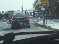 Ein Chauffeur und sein Passagier: