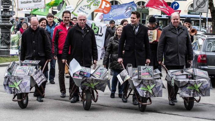 March 7 2018 Munich Bavaria Germany On Wednesday morning the Bavarian Gruene Green Party de