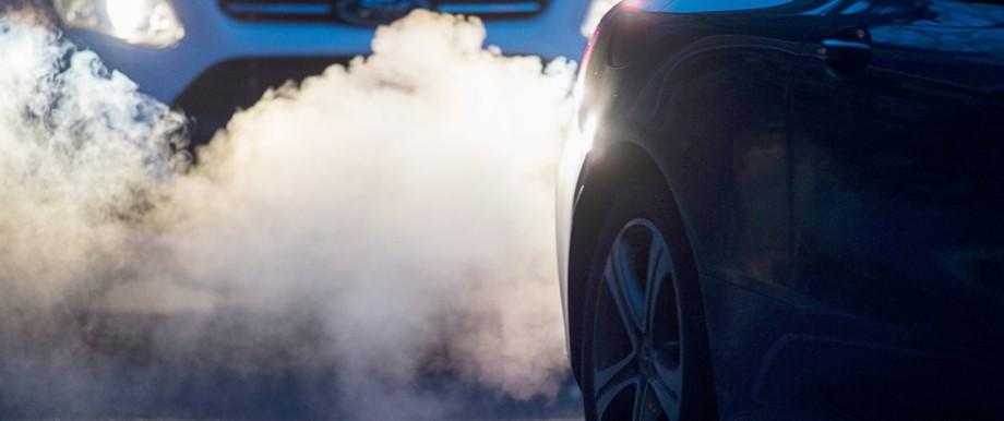 Abgase führen zu hohen Stickoxid- und Feinstaub-Werten - laut einer Studie des Umweltbundesamts kann die Belastung gesundheitliche Probleme nach sich ziehen.