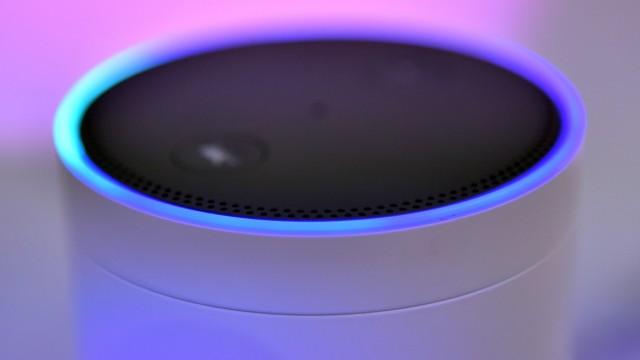 Amazon gewöhnt Assistentin Alexa unkontrolliertes Lachen ab.