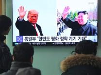 US-Präsident Donald Trump und Nordkoreas Machthaber Kim Jong-un im südkoreanischen Fernsehen.