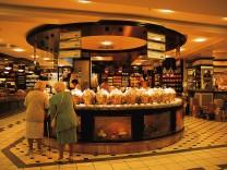 Deutschland: Berlin - Teeabteilung im KaDeWe Kaufhaus