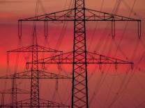 Stromtrasse transportiert Windstrom