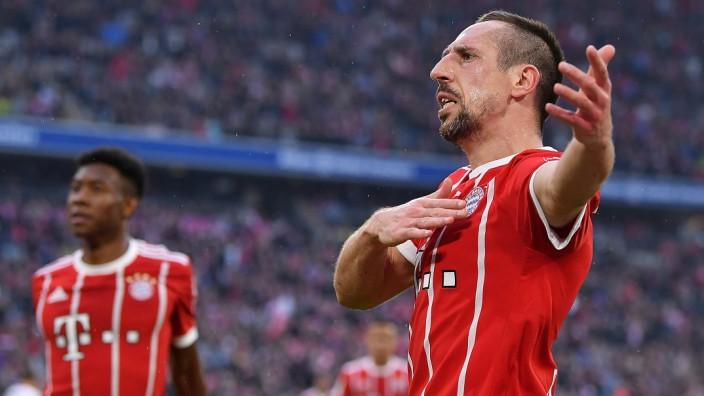 FC Bayern München: Franck Ribery feiert sein zweites Tor gegen den Hamburger SV am 26. Spieltag der Saison 2017/18.