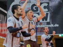 Jubel und Freude im home of volleyball ¦ Jose Pedro Maia COMES 16 HER Andre BROWN 18 HER un