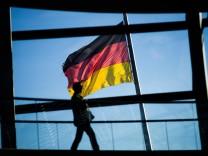 Frau in der Reichstagskuppel
