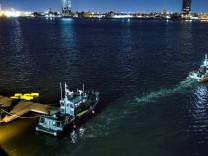 Hubschrauberabsturz über East River in New York