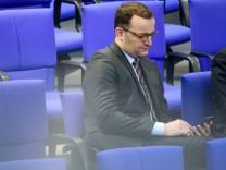 Der CDU-Politiker Jens Spahn nimmt an einer Sitzung des Deutschen Bundestags teil.