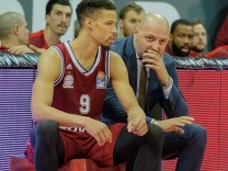 Jared CUNNINGHAM 9 FCB und MBC Trainer Igor JOVOVIC MBC Basketball FC Bayern FCB Mitteld; Basketball