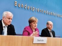 Große Koalition: Horst Seehofer, Angela Merkel und Olaf Scholz nach der Unterzeichnung des Koalitionsvertrags.