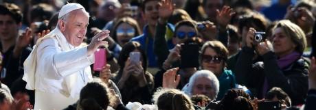 Papst Franziskus bei der wöchentlichen Generalaudienz 2017 auf dem Petersplatz im Vatikan.