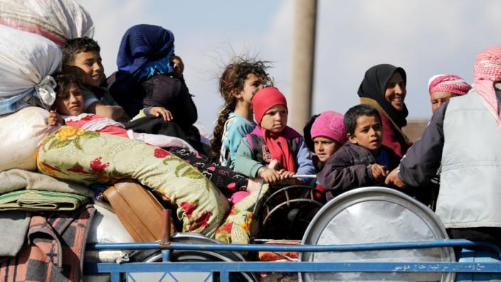 Syrien: Menschen aus Afrin flüchten aus der von der türkischen Armee belagerten Stadt.