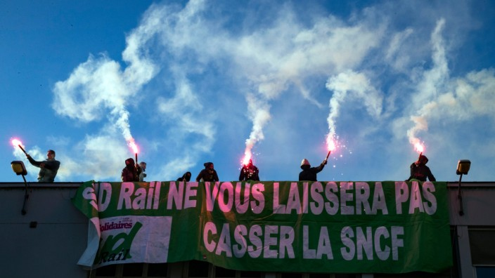 Protest against French railroad reforms in Paris, France - 12 Mar 2018