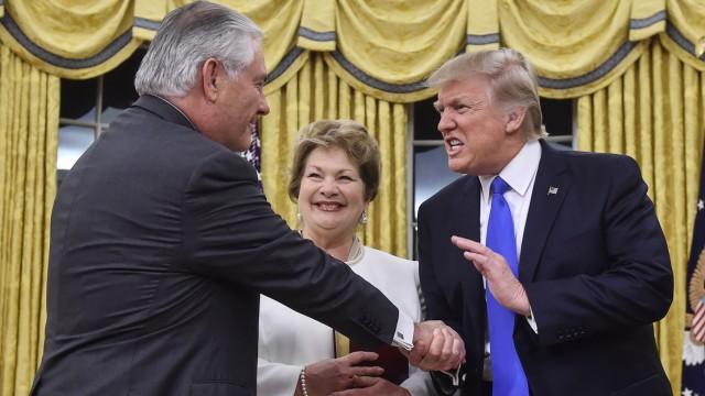 Rex Tillerson und Donald Trump bei der Vereidigung im Weißen Haus im Februar 2017