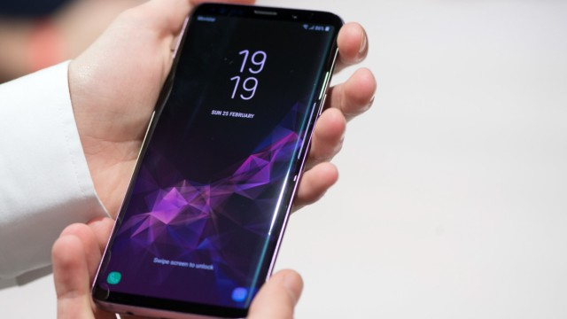 Das neue Galaxy S9 von Samsung mit Premium-Kamera soll mehr künstliche Intelligenz in den Smartphone-Alltag bringen.