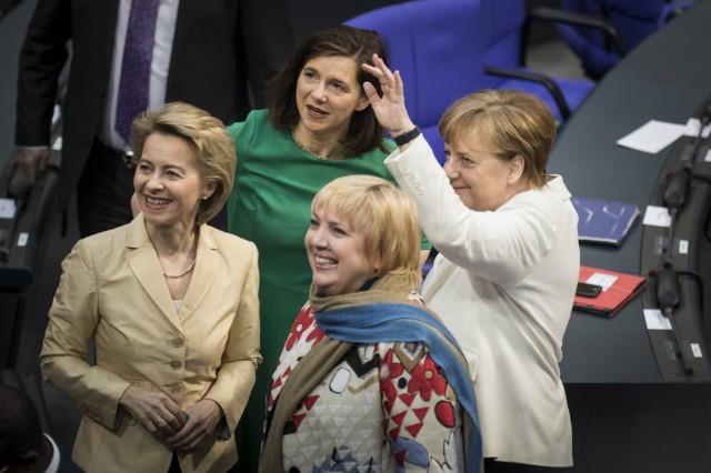 Die designierte Bundesverteidigungsministerin Ursula von der Leyen L CDU Katrin Goering Eckardt