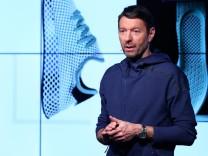 um Ketten der Debatte Rassismus Adidas Sneaker E9H2WIDY