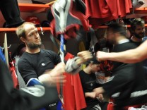 Bob Bobby Wren vom EHC Klostersee Grafing Eishockey Kabine