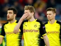 Spieler des BVB nach der Niederlage in Salzburg: Borussia Dortmund ist nach einer enttäuschenden Leistung aus der Europa League ausgeschieden.