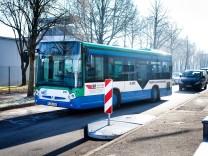 Voithstraße Garching Hochbrück, bremsende ãVerschwenkinselnÒ, die den Verkehr behindern